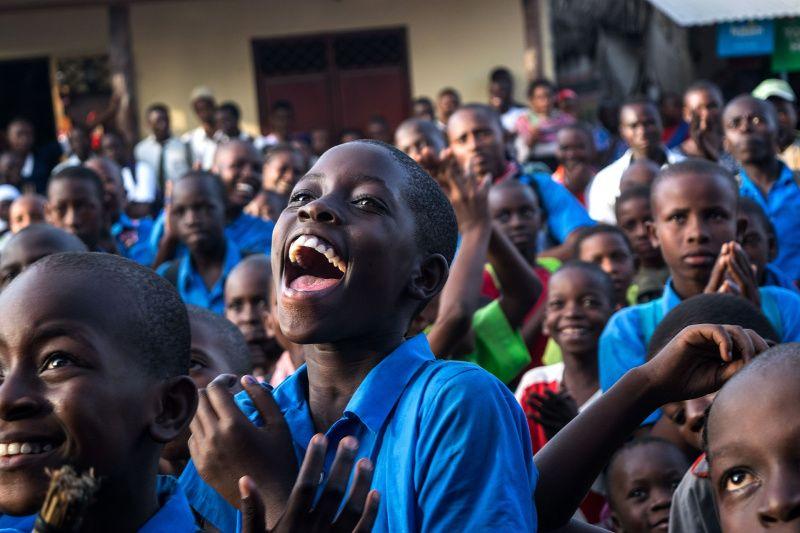 Afrika Kenia visum Kenia lachende schooljongen