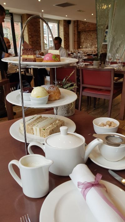 Afternoon tea @ the Londen Carriage Works Liverpool