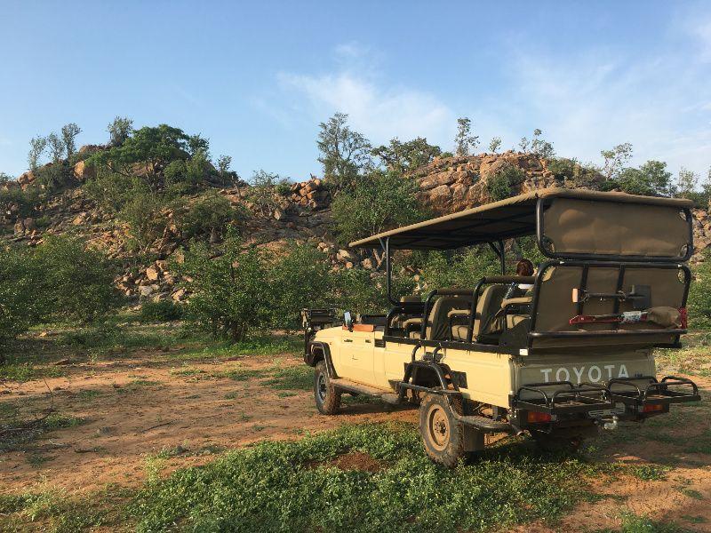 Koro-River-Camp-Botswana-Land-cruiser