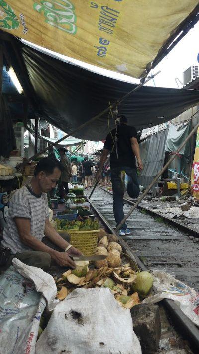Mae Klong Spoormarkt Thailand - Eating Habits