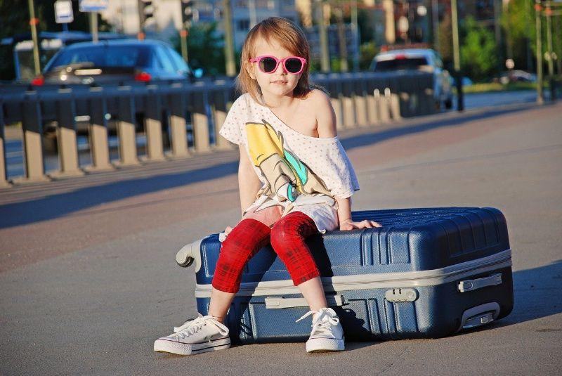 Reizen met kinderen kind koffer