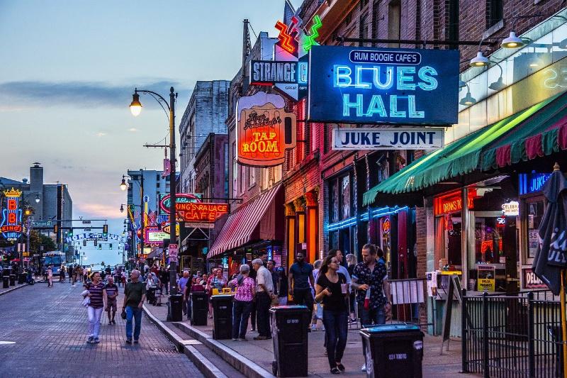 beale street Memphis Travel2America