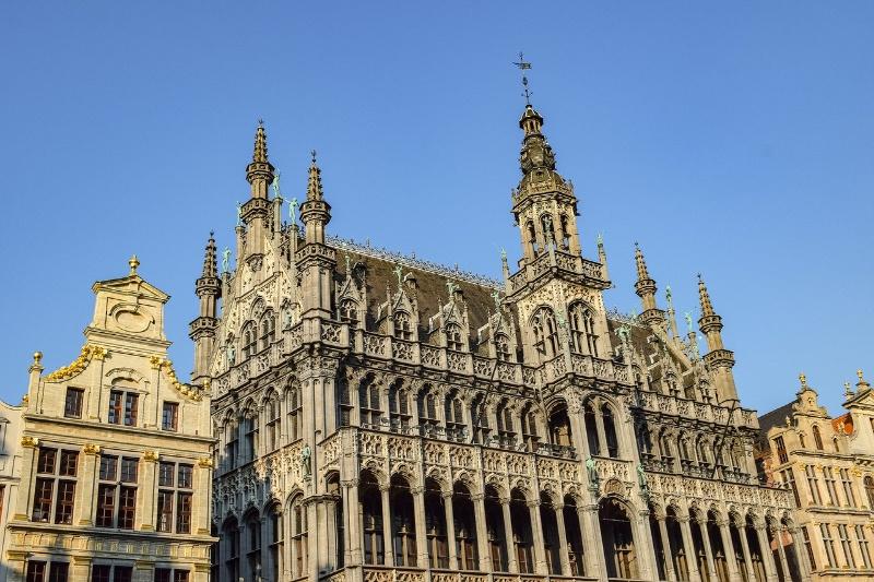 Brussel vanop de fiets, 8 thematische routes door de Belgische hoofdstad