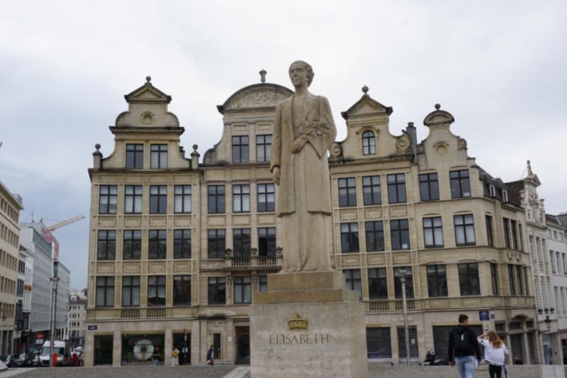 Zomerzoektocht Brussel standbeeld Elisabeth