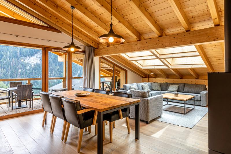 Penthouse 2 - woonkamer en eettafel Oasis Premium Resorts