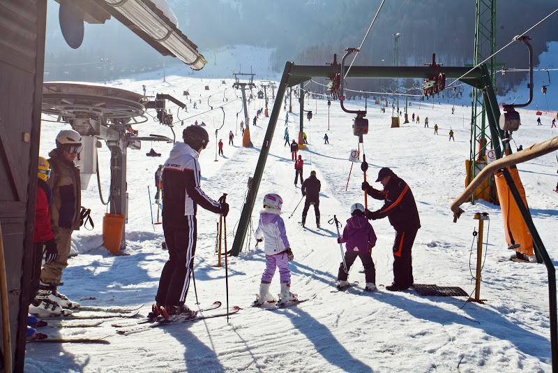 Skién met kinderen in Kranjska Gora
