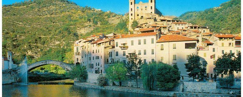 Bloemenriviera Italië Dolceacqua brug