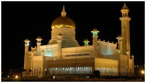 Brunei Omar Ali Saifuddien Mosque avond