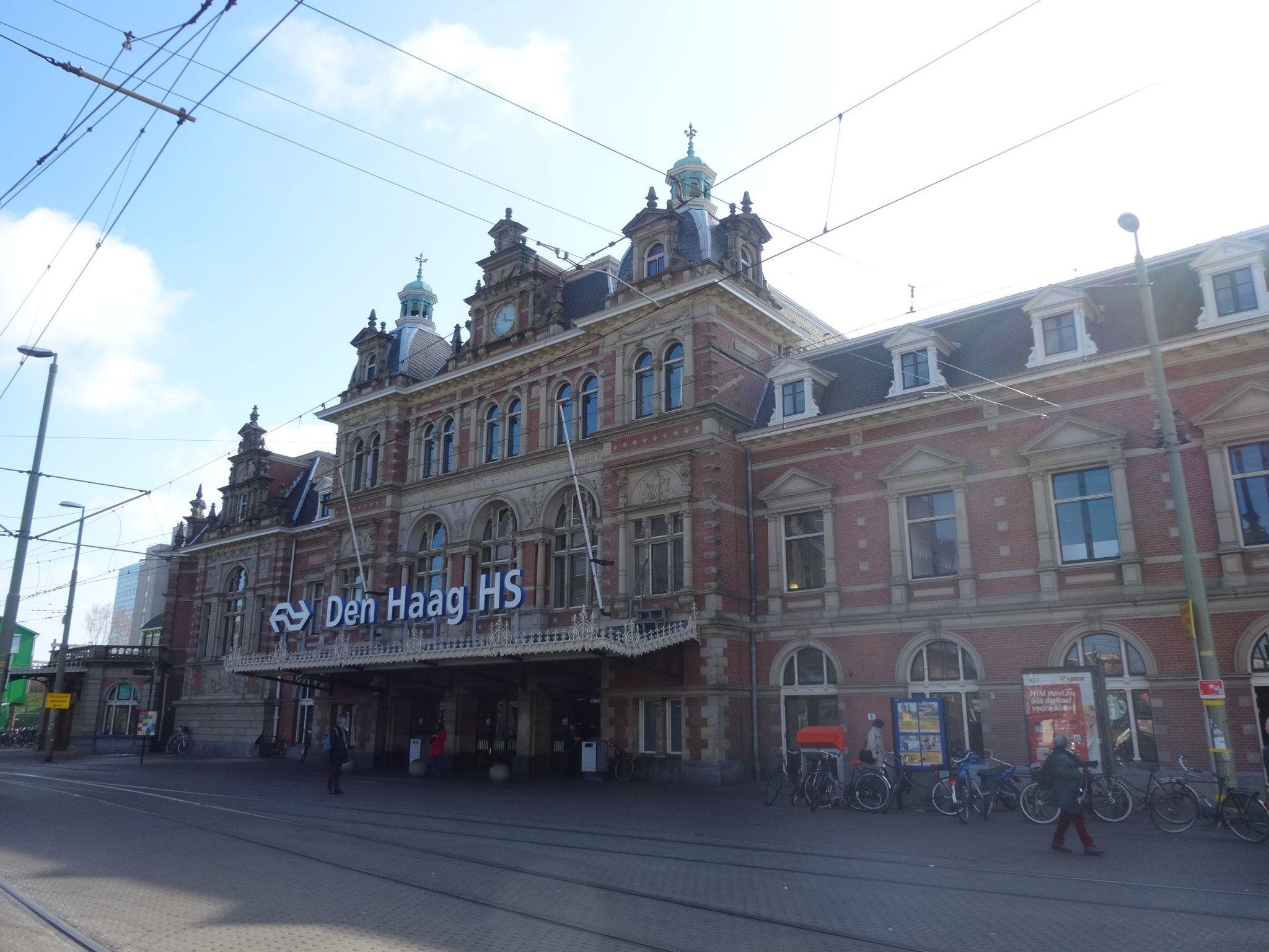 Wandelen tussen Den Haag HS Centraal Station