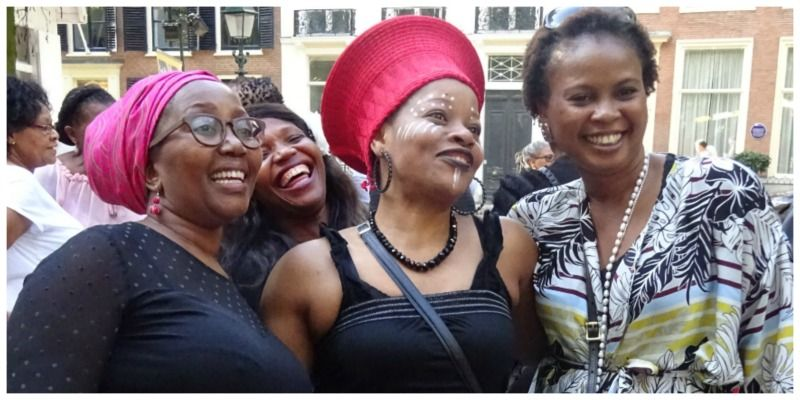 Embassy Festival Zuid-Afrika poserende dames