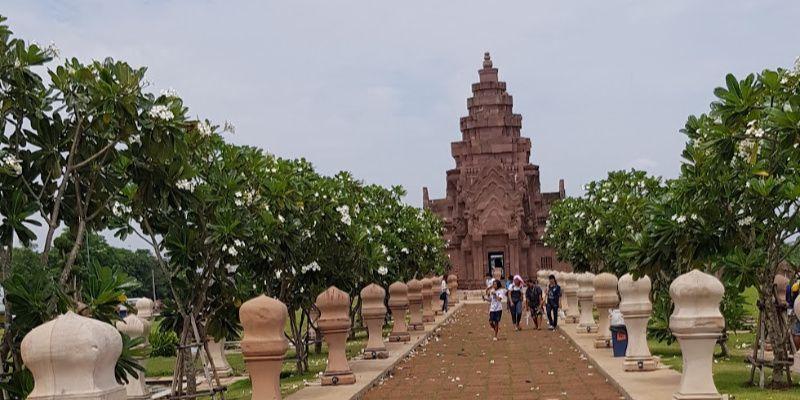 Buriram, Khmertempels, razende motoren en voetbalhelden