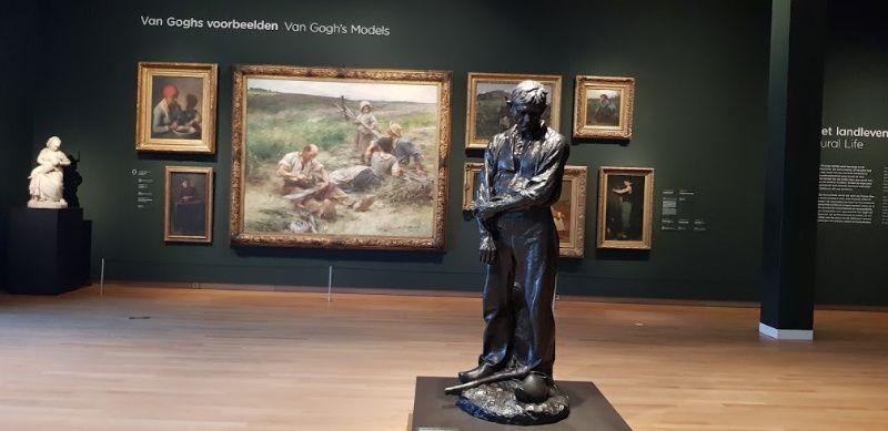 Nederland Amsterdam Van Gogh Museum standbeeld