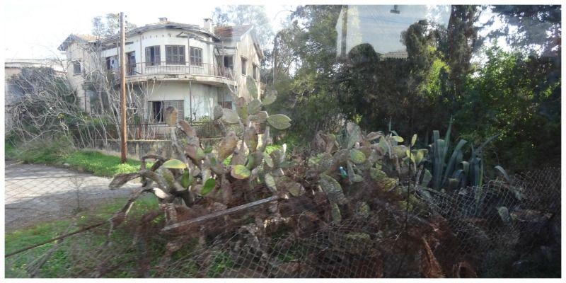 Noord-Cyprus Kibris hek vervallen huis