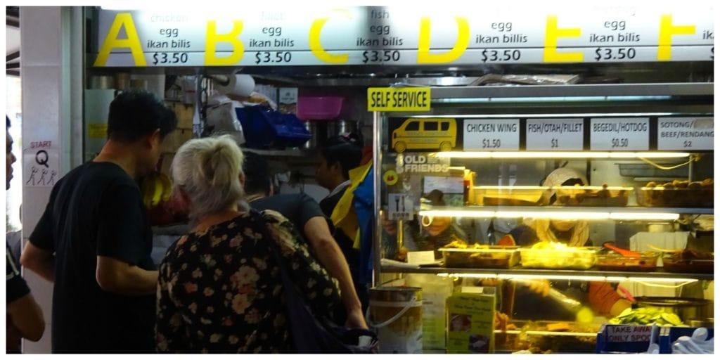 singapore-stereotypen-hawker-centre-self-service