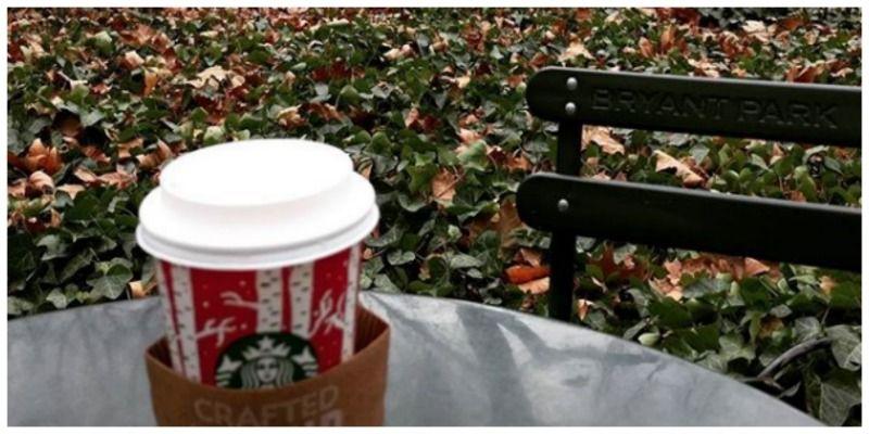 Verenigde Staten New York Starbucks coffee on the go in Bryant Park