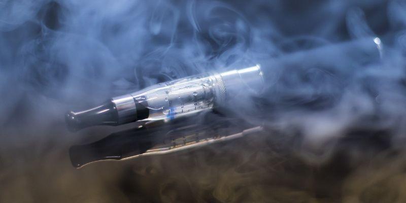 E-sigaret op reis? Dit moet je weten om problemen te voorkomen!